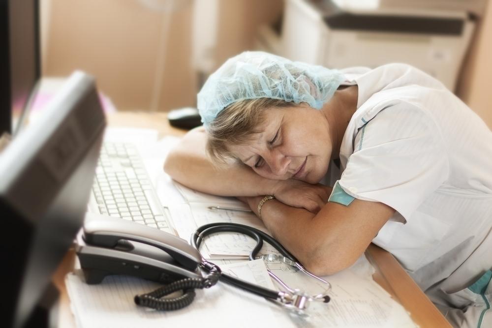 Enfermera dormida via shutterstock